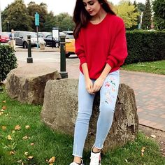Girl Next Door Fashion. Top Advice To Help You Look More Fashionable. Shopping for clothing is tough for anyone who knows nothing about being stylish. Girl Photo Poses, Girl Photography Poses, Girl Poses, Stylish Girls Photos, Stylish Girl Pic, Picsart, Trendy Outfits, Cute Outfits, Girl Fashion
