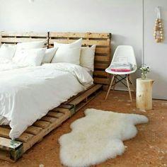 Mais uma cama linda feita com paletes.