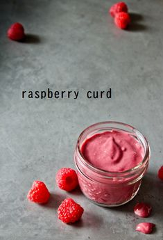 Raspberry Curd 4 c raspberries c sugar c lemon juice 2 eggs 4 yolks 1 t vanilla pinch salt 4 T unsalted butter Puree raspberries. Mix with sugar and lemon in saucepan. While heating, whisk eggs and yolks together. Cupcake Cakes, Cupcakes, Salsa Dulce, Curd Recipe, Cake Fillings, Sweet Sauce, Lemon Curd, Just Desserts, Sweet Treats