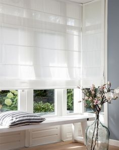 Home Blinds White Room Curtain Interior design Green Window treatment White Curtains, Curtains With Blinds, White Roman Blinds, Linen Roman Shades, Roman Curtains, Window Blinds, Window Coverings, Window Treatments, Rollo Design