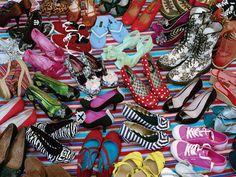 195602 - Puzzle Cielo de Zapatos, 1000 piezas, Ravensburger http://sinpuzzle.com/puzzle-1000-piezas/2569-195602-puzzle-cielo-de-zapatos-1000-piezas-ravensburger.html