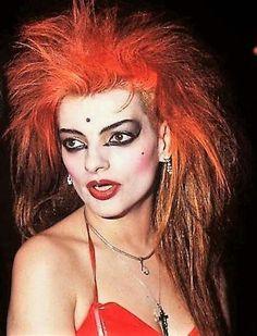 Hagen last kiss Dark Hair Makeup, Gold Makeup, Goth Glam, Nina Hagen, Gothic Hairstyles, Love Your Hair, Hair Color Balayage, Post Punk, Woman Face