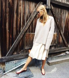 PHOTO: Look de Pernille Why a plunging neckline? The deep-V neckline elongates the upper half of your body, allowing you to wear loose, laid-back trousers or a skirt without looking too bulky.  Shop our pick below:  9 Fall Trends Short Girls Should Embrace via @WhoWhatWear