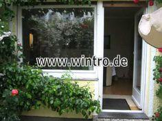 Alte Balkontür und Fenster aus Holz und neue Balkontür und Fenster aus Kunststoff-Aluminium ------------  Old door and window of wood and new door and window of pvc-aluminium