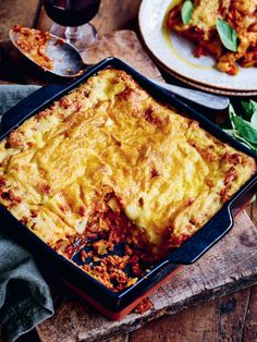 Meatballs And Gravy, Vegan Meatballs, Bok Choy Salad, Vegan Ribs, Vegan Mince, Famous Vegans, Lasagne Recipes, Vegan Challenge, Vegan Cheese