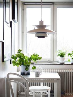 PH 5 pakabinamas šviestuvas. Dizainas Poul Henningsen.  via Coco Lapine Design
