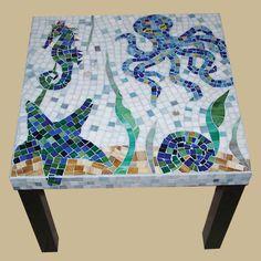 Créatures de la mer à la main de verre table par NYMosaicArt