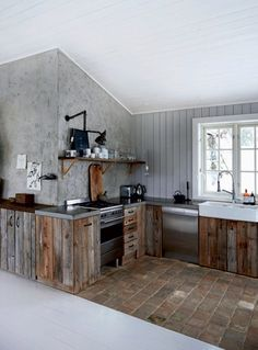 This Norwegian Christmas cabin decor oozes a relaxed ambiance the place classic fi. This Norwegian Christmas cabin decor oozes a relaxed ambiance the place classic finds combine in superbly with new house decor and a reclaimed kitchen. Scandinavian Home, Rustic Kitchen, Kitchen Remodel, Rustic House, House Design, Cabin Kitchens, Kitchen Interior, Wooden Kitchen, Reclaimed Kitchen