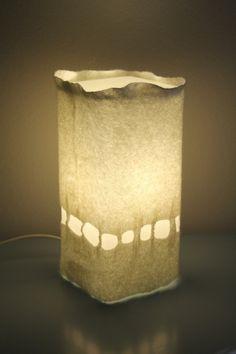feine Tischlampe gefilzt - Filzleuchte Lampe von meinfroschkoenig.com auf DaWanda.com