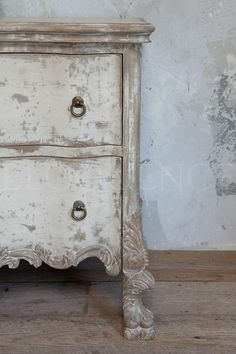 What Makes This French Shabby Chic…..Perfection Imparfaite!