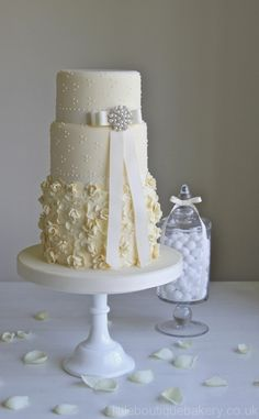 What a pretty cake! Blog | Little Boutique Bakery