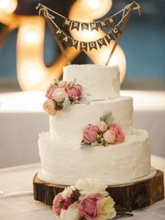 #Wedding #cake ideas: Three-tiered cake