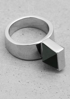 & Other Stories, Pyramid Stone Ring