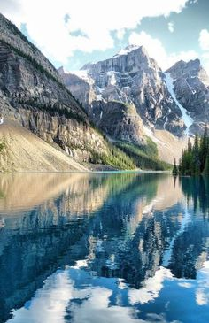 Canada, Banff & Jasper Parks - Who doesn't like Banff National Park? It has everything you need from camping and hiking to skiing and swimming. If I had the choice I would pick Banff over Jasper, as there is more too do and the surrounding area is full of Parc National De Banff, Banff National Park Canada, Places To Travel, Places To See, Travel Destinations, Beautiful World, Beautiful Places, Amazing Places, Beautiful Scenery