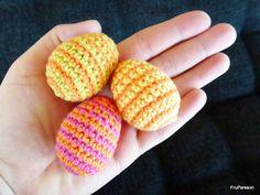 Ett lagom lätt pyssel som alla borde kunna klara av. Med hjälp har ni denna beskrivning » Nu tipsar vi om detta då påsken närmar sig, men vi vill även poäntera att detta pyssel inte bara ämnar sig åt den gula helgen. Virkade ägg kan användas året om genom att dekorera skålar, fönster eller varför … Easter Crochet, Chrochet, Yarn Crafts, Crochet Flowers, Crafts For Kids, Crochet Patterns, Embroidery, Knitting, Creative