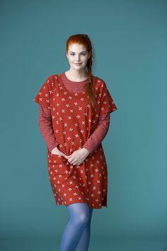 """Frühjahrsmode Basic 2013 - Die rote Tunika """"Sippa"""" ist aus Baumwolle/Modal, sie hat einen runden Ausschnitt, Raglanärmel und eine Tasche auf der linken Seite."""