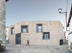 comprehensive-rebuild-peraleda-house-losada-garcia-located-small-historic-town-caceres-spain-01