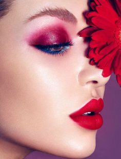 Red lips - red eyeshadow