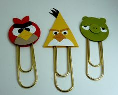 Working on new things to sell at my upcoming craft fair this Saturday. I keep seeing cards and things with the Angry Birds on them and thought I would make these little beauties. They are done wit. Crafts For Kids, Arts And Crafts, Diy Crafts, Festa Angry Birds, Paperclip Crafts, Craft Show Ideas, Punch Art, Scrapbook Paper Crafts, Scrapbooking