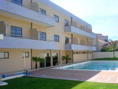 Hotel La Fontaine - O Hotel La Fontaine, em Esmoriz, apenas a 1Km da praia, 3Km do Oporto Golf Club e a 5Km do casino de Espinho, torna-o uma referência para quem procura momentos de lazer e descanso.