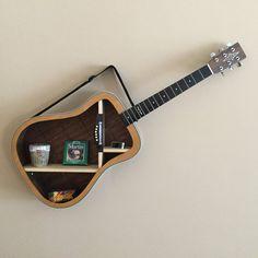 Alvarez angled guitar shelf von TerrysGuitarArt auf Etsy