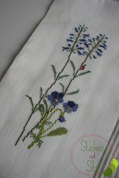 Kissen Kazuko Aoki Kreuzstich Blumen Wiese Marienkäfer / Cross Stitching Pillow flowers meadow lady beetle / StickenMitStil