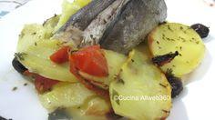 Merluzzo al forno con patate, pomodorini e olive taggiasche per una ricetta con pesce al forno davvero semplice e squisita.