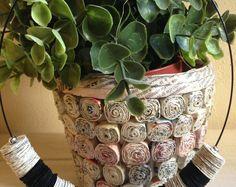 Black cardbord disks and paper book disks can create a beautiful necklace - paper jewels  Guarda gli oggetti unici di YouFeelGoodToday su Etsy, un mercato globale del fatto a mano, del vintage e degli articoli creativi.