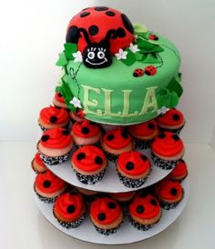 ladybug cake...bet Addie could make this for Audreys first birthday