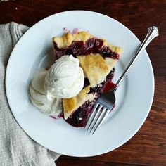 Easy Homemade Blackberry Pie – Rumbly in my Tumbly Blackberry Pie Recipes, Blackberry Cobbler, Vanilla Bean Ice Cream, No Bake Pies, Blue Berry Muffins, Summer Desserts, Blackberries, Food To Make