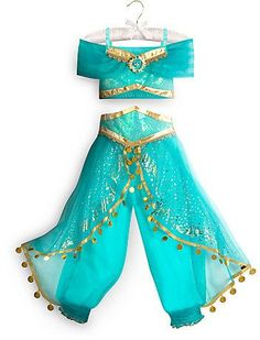 Jasmine Costume for Kids, perfect for dress-up, Halloween or a trip to a Disney park. #affiliatelink #halloween #disneyprincess #aladdin #jasmine