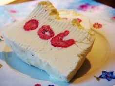 Vanille-Mascarpone-Parfait mit frischen Himbeeren