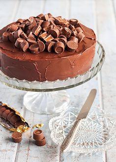 Rolo Chocolate Brownie Cake (yes please) #cake #chocolate #wantnow