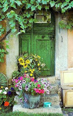 abriendo-puertas: Rothenburg, the doors Bavaria. Cool Doors, Unique Doors, When One Door Closes, Closed Doors, Door Knockers, Garden Gates, Doorway, Windows And Doors, Front Doors