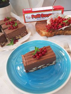Prajitura cu biscuiti si crema de ciocolata - Bucataresele Vesele Desserts, Food, Kuchen, Tailgate Desserts, Deserts, Essen, Postres, Meals, Dessert