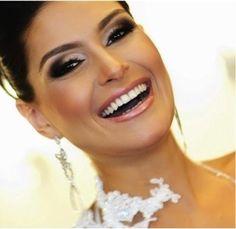 No grande dia do casamento, todos os olhares estão voltados para a noiva. Confira dicas de maquiagem para noiva conforme os tipos de casamento.