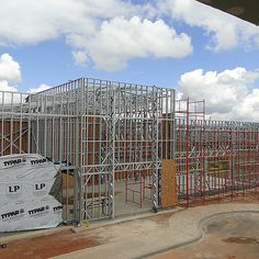 Construção de edificações pré fabricadas em estruturas metálicas. Soluções para galpões industriais e comerciais, lojas, restaurantes, etc...