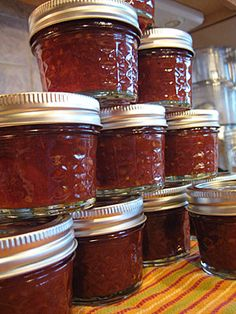 jars of finished tomato jam