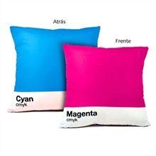 Almofada Decorativa Pantone Cyan e Magenta