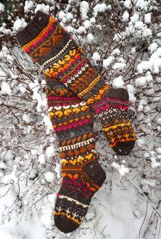 Knitted Socks Free Pattern, Crochet Socks, Knitting Socks, Knit Crochet, Knitting Patterns, Funky Socks, Yarn Inspiration, Wool Socks, Fair Isle Knitting