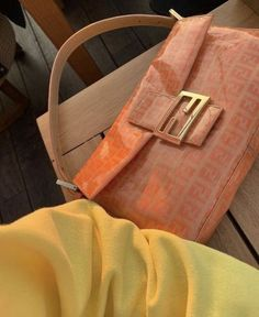 Finding a Free Purse Pattern You Can Sew – Bags & Purses Lv Bags, Purses And Bags, Look Fashion, Fashion Bags, Runway Fashion, Fashion Spring, Fashion Backpack, Fashion Women, Fashion Trends