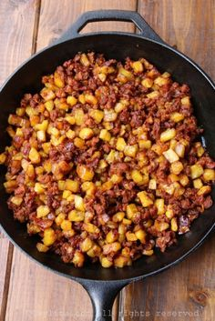 Chorizo and ripe plantain hash picadillo Easy Weekday Meals, Easy Meals, Colombian Cuisine, Good Food, Yummy Food, Mexican Food Recipes, Ethnic Recipes, Comida Latina, Island Food