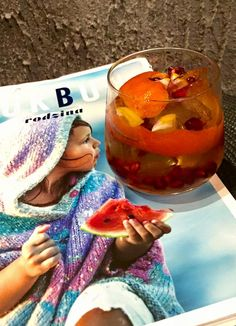 Ulubiona lektura i drink mojej żony : 50 ml The Glenlivet , łyżeczka miodu , sok z pomarańczy , skórka z mandarynki , rozkruszony lód , pestki granatu i cząstki cytryny - bardzo aromatyczny i przyjemny :) #TheGlenlivet #FoundersReserve #whisky https://www.facebook.com/photo.php?fbid=157123787987230&set=o.145945315936&type=3&theater