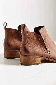 Dolce Vita Tessey Ankle Boot - Urban Outfitters