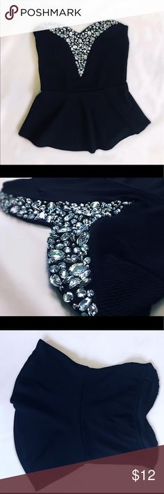 Black Crystal Top 🖤Gorgeous iridescent crystals. Nice stretchy material and is in great condition🖤✨✨✨ Rue 21 Tops