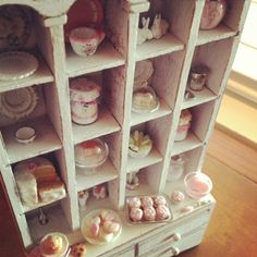 Dollhouse miniatures 1:12