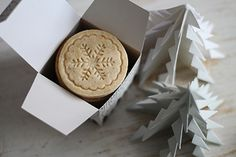 Tündérsüti: Pecsétes fahéjas keksz Dairy, Cheese, Cookies, Cake, Christmas, Food, Crack Crackers, Xmas, Biscuits