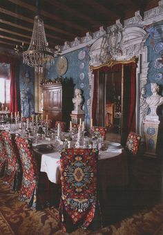 Palacio de San Benito in Cazalla, Spain, designed by its owner Manuel Morales de Jódar. The World of Interiors, January Photography by Ricardo Labougle. Elegant Dining Room, Interior Decorating, Interior Design, Decorating Tips, Antique Interior, World Of Interiors, Luxury Homes Interior, Plates On Wall, Vintage Modern