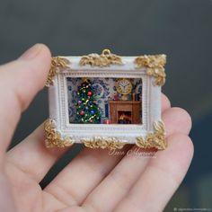 Picture-a roombox Miniature Crafts, Miniature Christmas, Christmas Minis, Miniature Rooms, Matchbox Crafts Miniature Figurines, Miniature Crafts, Miniature Christmas, Christmas Minis, Miniature Dolls, Handmade Christmas, Matchbox Crafts, Matchbox Art, Vitrine Miniature