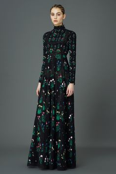 Valentino Pre-Fall 2015 Fashion Show, Little House on the Bohemian Prairie Long Black High Neck Dress Fashion Week, Look Fashion, Runway Fashion, Fashion Show, Fashion Design, Luxury Fashion, Modest Fashion, Fashion Dresses, Hijab Fashion